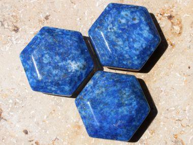 heilsteinwelt lapislazuli feenstein heilsteine kaufen edelsteine trommelsteine bedeutung wirkung. Black Bedroom Furniture Sets. Home Design Ideas