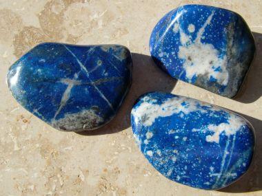 heilsteinwelt lapislazuli trommelstein chile blau heilsteine kaufen edelsteine. Black Bedroom Furniture Sets. Home Design Ideas