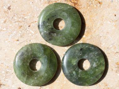 heilsteinwelt peridot olivin donut ca 3 cm norwegen romsdal heilsteine kaufen. Black Bedroom Furniture Sets. Home Design Ideas