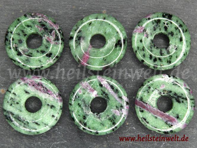 heilsteinwelt rubin in zoisit donut 3 cm heilsteine kaufen edelsteine trommelsteine. Black Bedroom Furniture Sets. Home Design Ideas